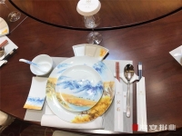 """【文明餐桌】贴心""""筷""""递来敲门!我市向20家酒店赠送5万余双定制""""公筷"""""""