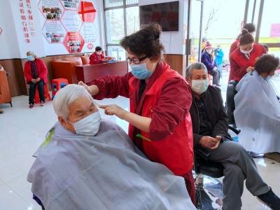 """【暖新闻】淮安""""中国好人""""孙秀珍和她的""""520""""爱心团队:三十年坚守,只为传递爱"""