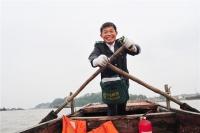 """淮安 """"大湖鸿雁""""唐真亚:一人、双桨、四米木船,划出30万公里""""水上邮路"""""""