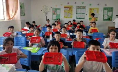 """体验田间劳作、光盘换酸奶…… 泰州校园引导学生""""光盘""""新招叠出"""