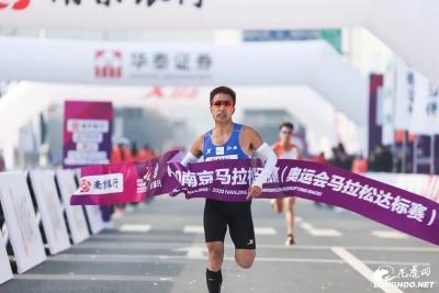 """燃!2020南京马拉松开跑 万名跑友领略""""创新名城 美丽古都""""魅力"""