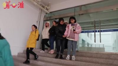 【暖心淮】女生腿部骨折,38名同学爱心接力护送45天