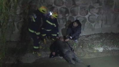 【暖新闻】零下7度!他毫不犹豫跳水救人