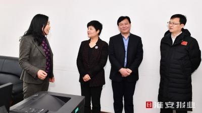 今天,市委书记蔡丽新、市长陈之常慰问他们!