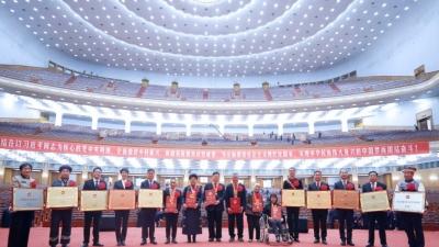 """第一观察丨总书记首提""""中国特色反贫困理论"""" 揭秘脱贫攻坚战制胜法宝"""