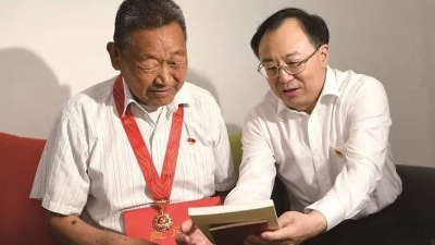 省委副书记、省长吴政隆到淮安走访慰问部分党员