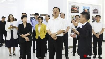 省委常委、省委统战部部长杨岳莅淮调研统战工作