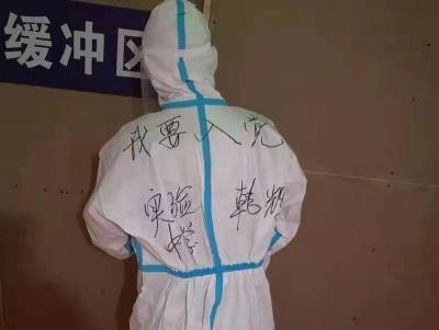 """【党旗飘在战疫一线】扬州:党员投身抗疫一线 成为群众依靠的""""主心骨"""""""